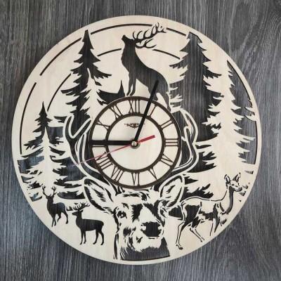 Безшумний настінний годинник з дерева Олень