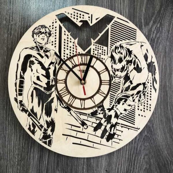 Настінний годинник з дерева в інтер'єр Найтвінг