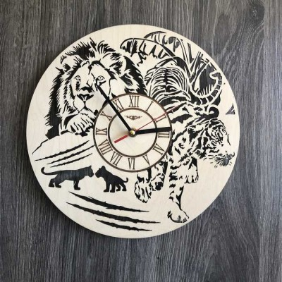 Безшумний настінний годинник з дерева круглий Тварини