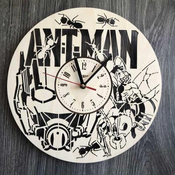 Годинник настінний з дерева Людина-мураха