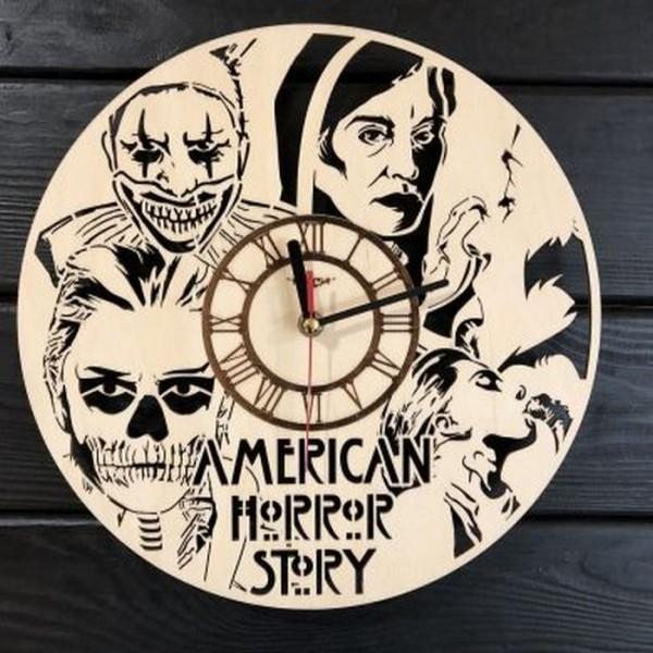 Концептуальний настінний годинник в інтер'єр Американська історія жахів