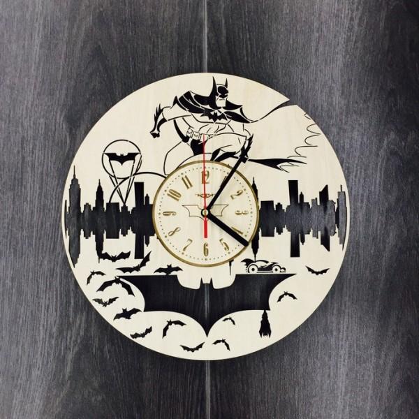 """Настінний годинник з дерева """"Бетмен"""""""