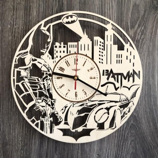 Настінний годинник з дерева з плавним ходом Бетмен