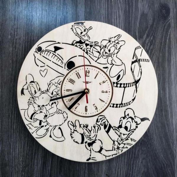 Дизайнерський дерев'яний настінний годинник в дитячу «Дональд Дак і Дейзі Дак»
