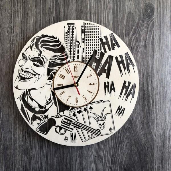 Дерев'яний настінний годинник Джокер