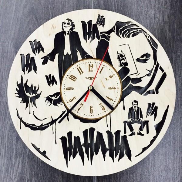 """Настінний годинник з дерева """"Джокер"""""""