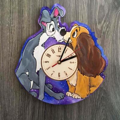 Кольоровий дитячий дерев'яний годинник на стіну Леді і Бродяга