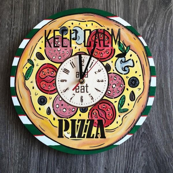 """Дерев'яний кольоровий настінний годинник з дерева """"Піца"""""""
