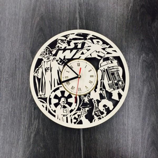 """Настінний годинник з дерева """"Планета Зоряних Воєн"""""""