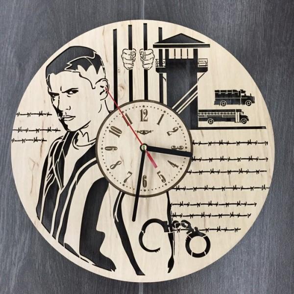 """Настінний годинник з дерева """"Втеча з тюрми"""""""