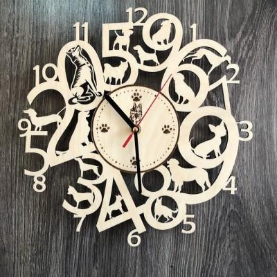 Інтер'єрний годинник на стіну з дерева з собаками