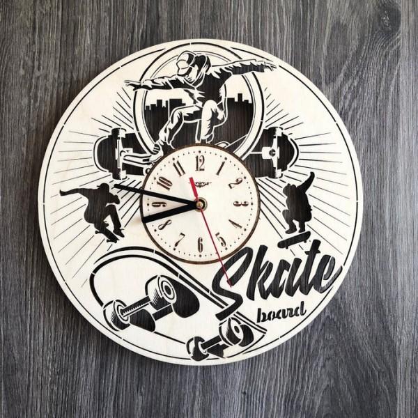 """Круглий годинник з дерева на стіну """"Скейтбординг"""""""