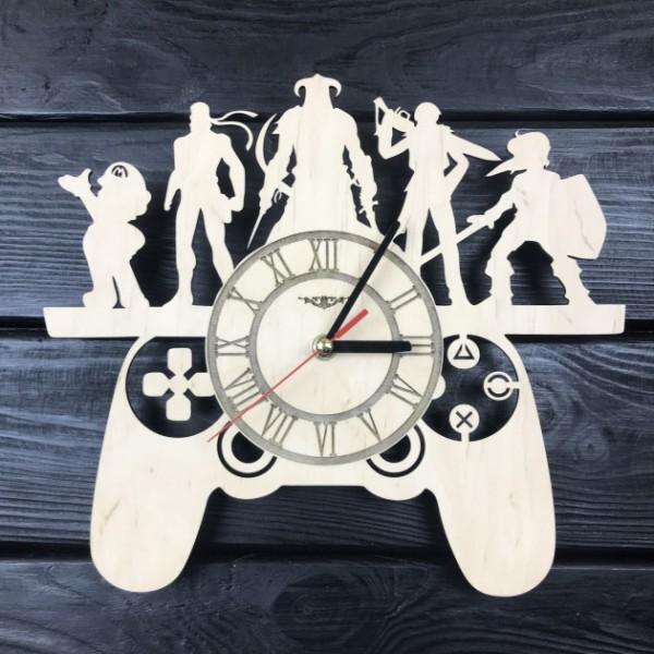 Оригінальні настінний годинник з дерева для шанувальників відеоігор