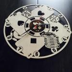 Настінний годинник з дерев'яним циферблатом Покер