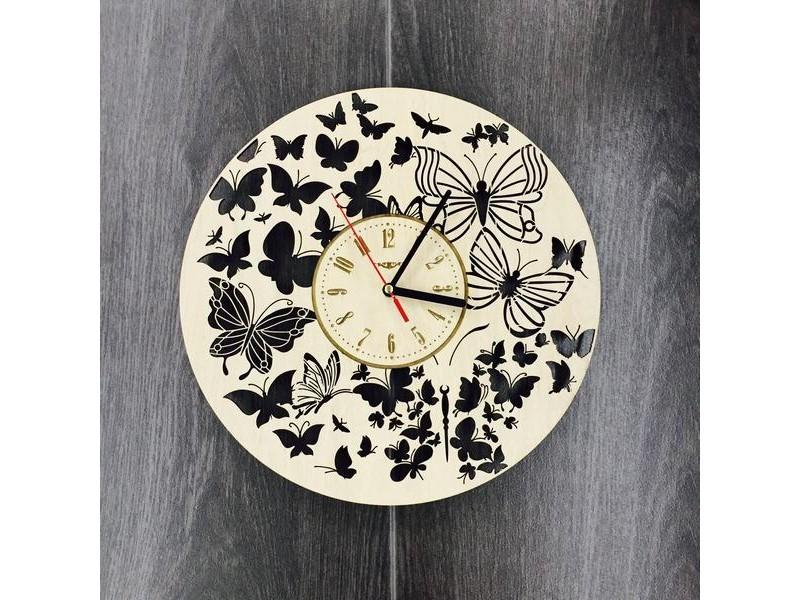 Годинник настінний з берези Політ метеликів