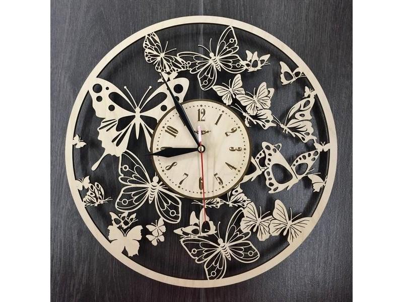 Фігурний настінний годинник Вальс метеликів