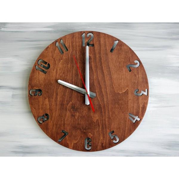 Настінний дерев'яний годинник