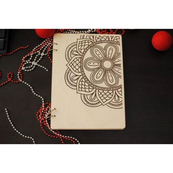 Блокнот в дерев`яній обкладинці з оригінальним гравіюванням