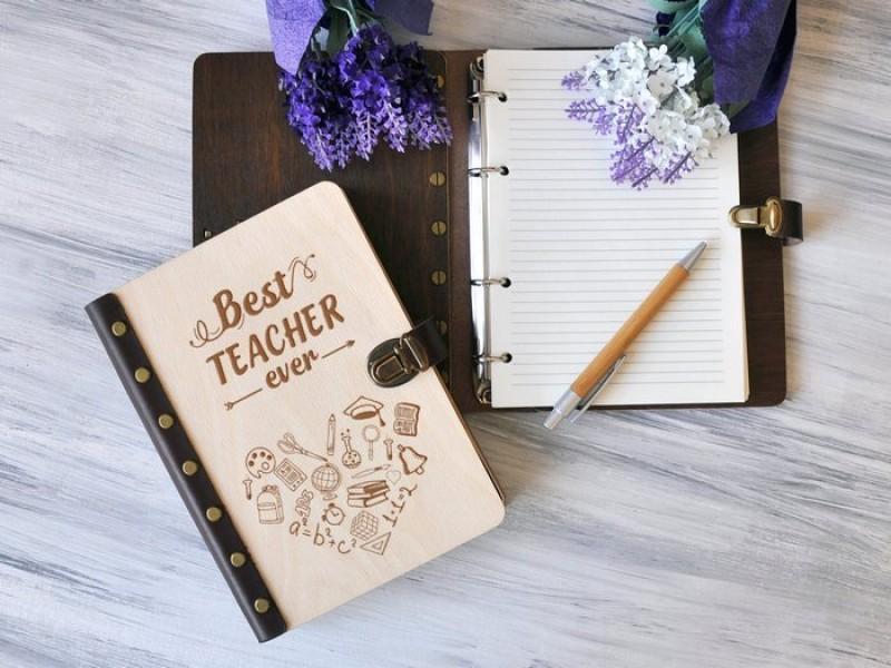 """Блокнот """"Best teacher"""" А5 в дерев'яній обкладинці"""