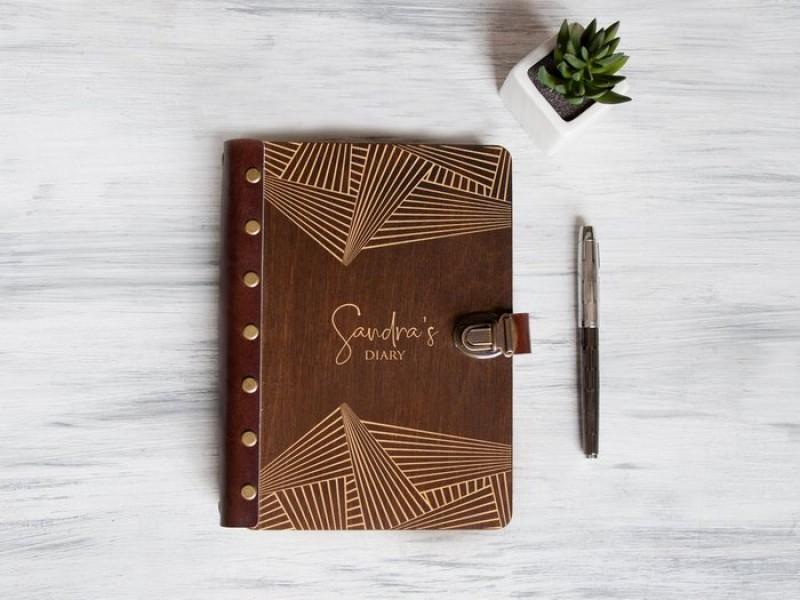 Щоденник-планер з персональної гравіюванням