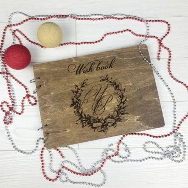 Альбом в дерев`яній обкладинці для побажань та фотографій для будь-якого приводу